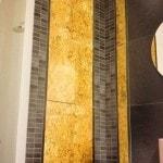 Pavimenti e rivestimenti Paradiso Marmi: bagno in Ardesia con decori in oro
