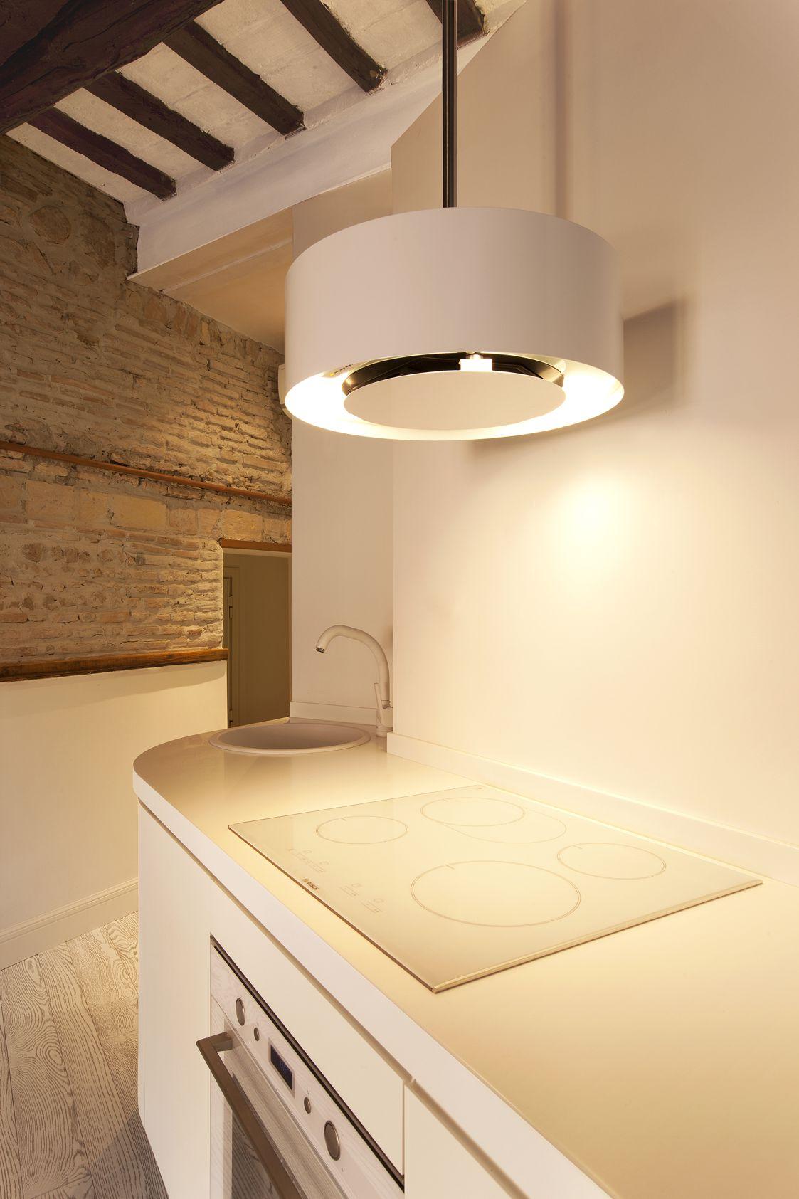03_Dettaglio della cuina con cappa Best e fuochi ad induzione - EPM ...