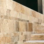 Pavimenti e rivestimenti I Sassi di Assisi: rivestimento Subbie listato